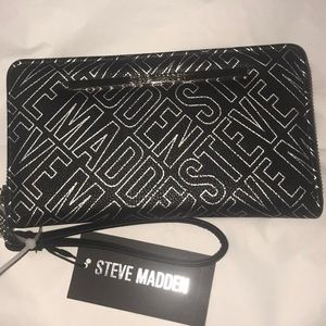 Authentic Steve Madden MTX1065 wallet/Wristlet